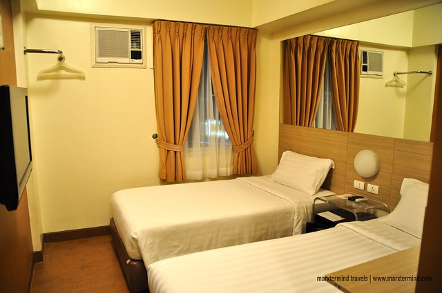 Red Planet Cebu Twin Room