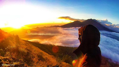 Witnessing a volcano sunrise at Mount Batur ///
