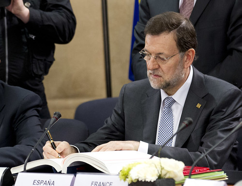 Rajoy firman el pacto fiscal de la UE