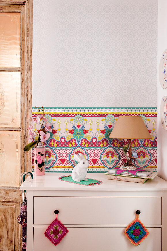 Catalina Estrada Introduces Bold, New Wallpaper