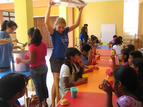 Pausenmahlzeit im Kinderhaus