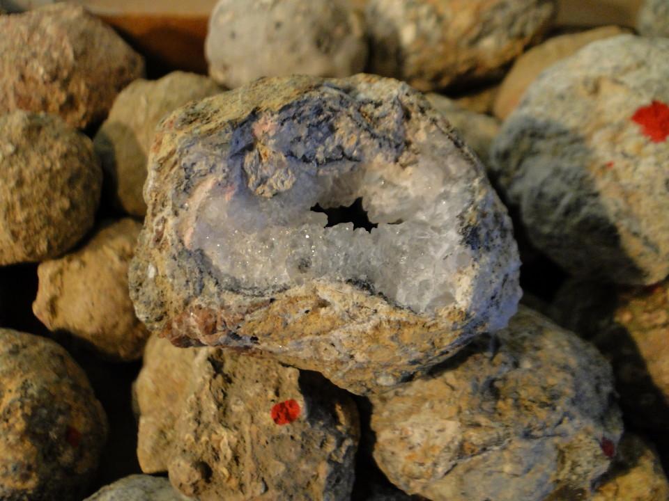 75-2apr12_2996_Howe Caverns_stone_crystal