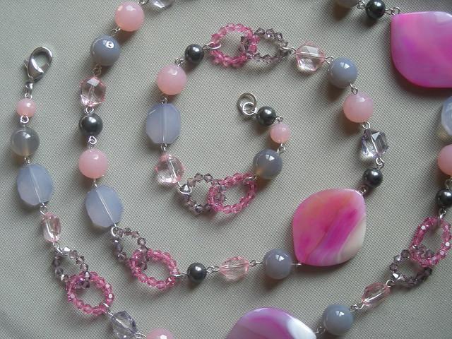 collana rosa con anelli Swarovski e pietre dure particolare 2  Flickr - Photo Sharing!