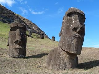Moáis en el Rano Raraku (Isla de Pascua)