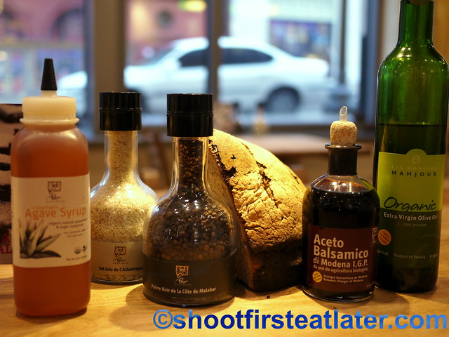 Le Pain Quotidien - table condiments