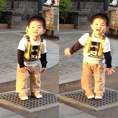 代官山公園で夕陽を浴びて踊るとらちゃん(2012/4/28)