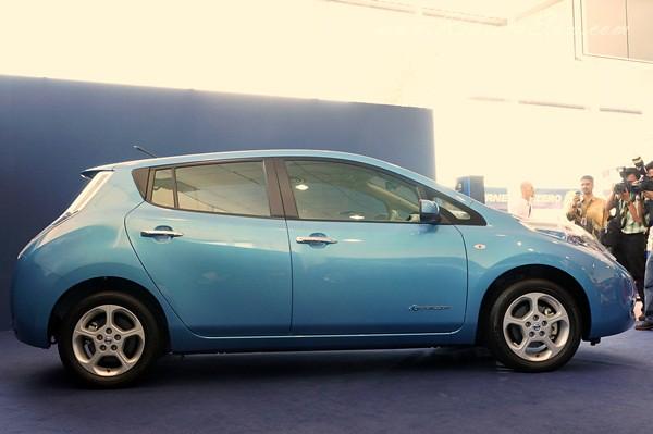 nissan leaf - all electric car-002