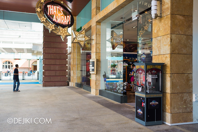 Press A Penny / Coin Souvenir - Universal Studios machine 2