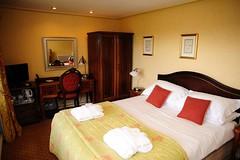 room(1.0), property(1.0), suite(1.0), bedroom(1.0), real estate(1.0),