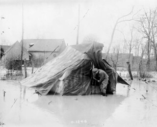 A Canadian finds his tent under water, April 1917 / Un Canadien découvre sa tente inondée, avril 1917