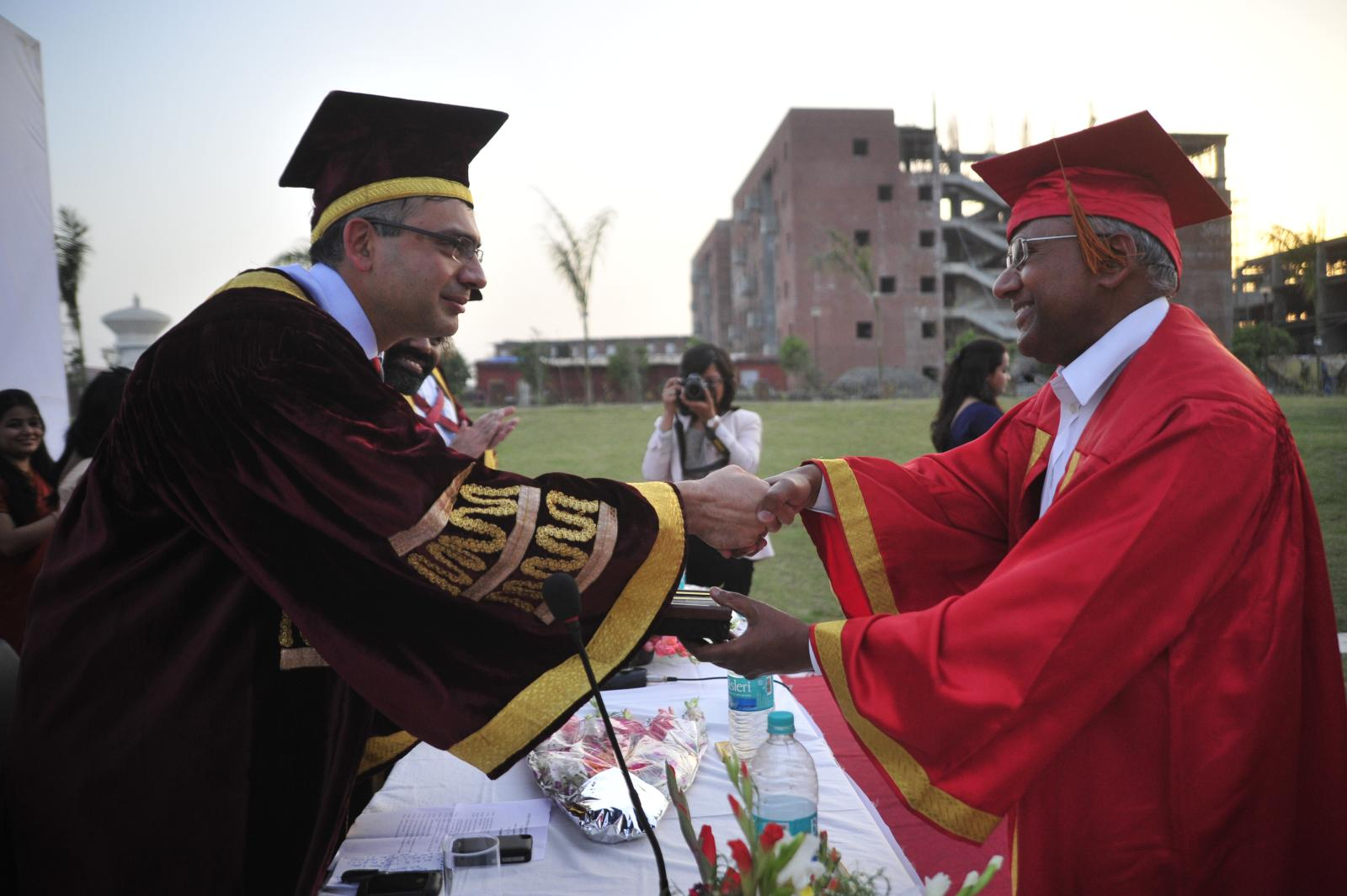 Deep Kalra, Founder MakeMyTrip.com, Guest of honour for 3rd Convocation at IWSB is being felicitated by the Dean - Acads, Prof Veeresh Sharma