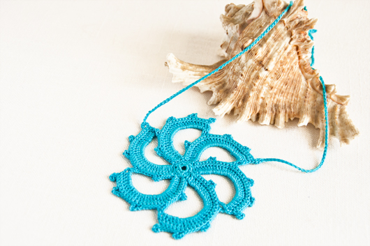 crochet pinwheel necklace turquoise