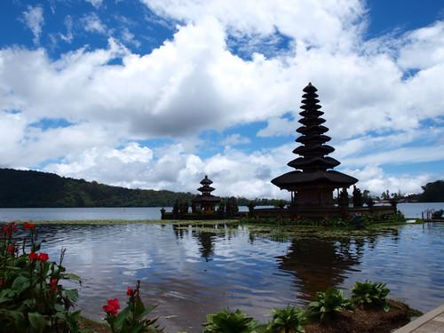 храм у озера2
