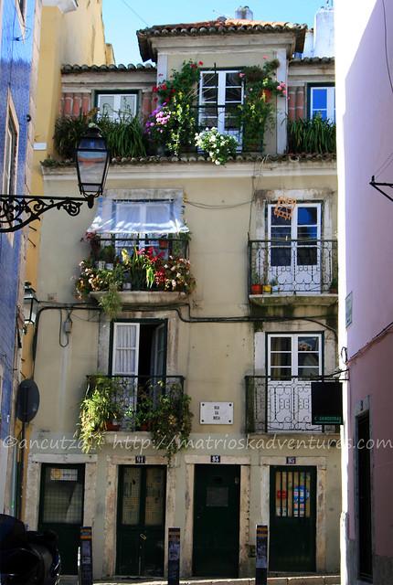 foto Palazzo con fiori Lisbona Portogallo