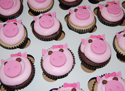 girly pig cupcakes for a 6th birthday