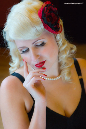 Pin up portrait by thomevered