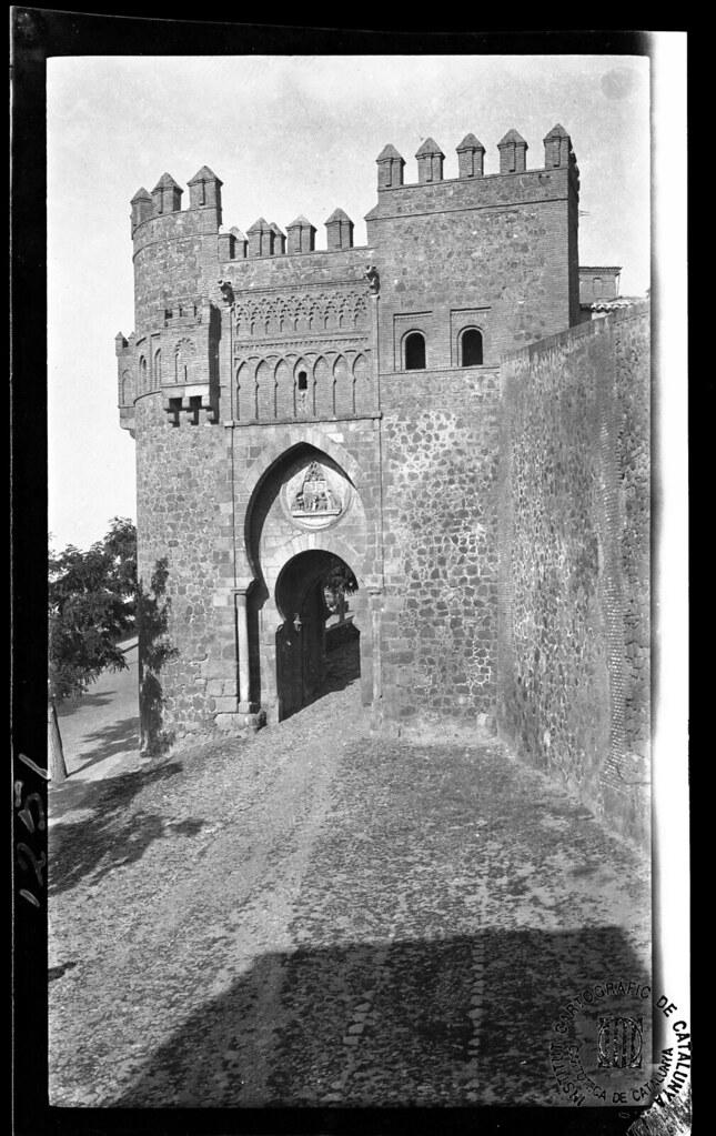 Puerta del Sol en 1933. Fotografía de Gonzalo de Reparaz Ruiz. © Institut Cartogràfic de Catalunya