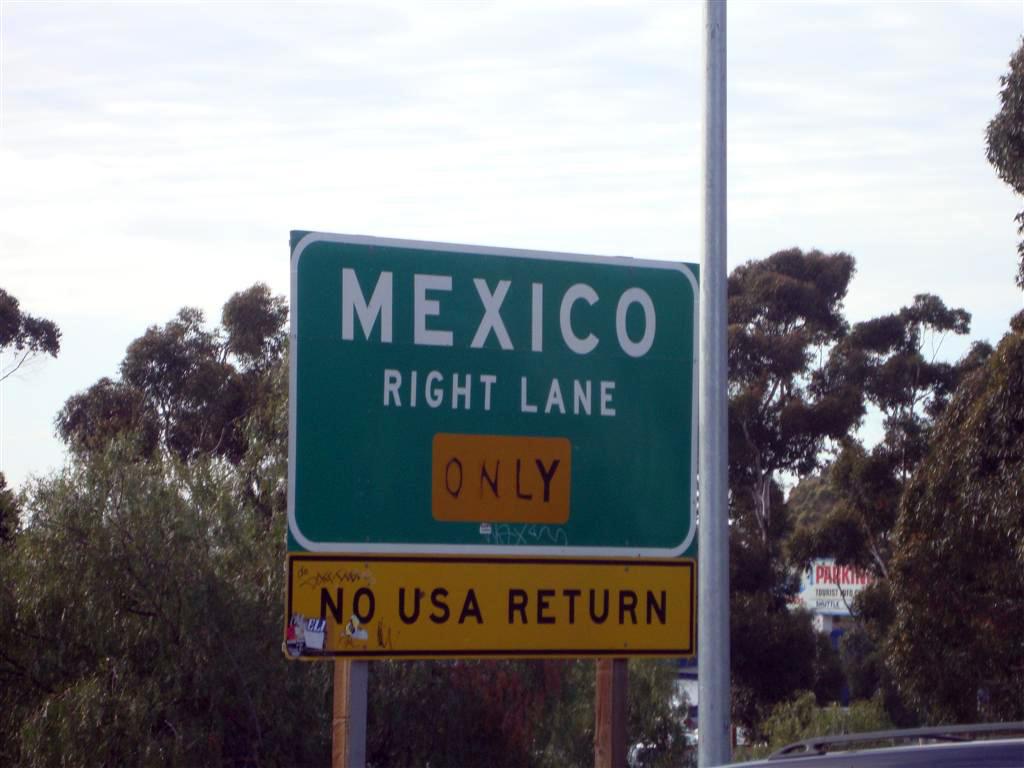 """Cartel de la highway indicando que es la última salida antes de México tijuana - 6932261763 5f986a91b5 o - Tijuana, La ciudad frontera con """"otro mundo"""""""