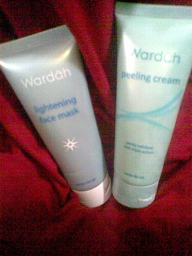 Viyas Room WARDAH Peeling And Masker