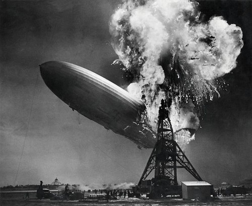 Zeppelin-ramp de Hindenburg / Hindenburg zeppelin disaster