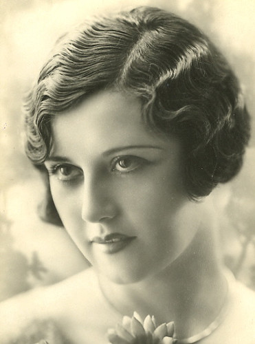 1920's Hairstyles - The Finger Wave -glamourdaze