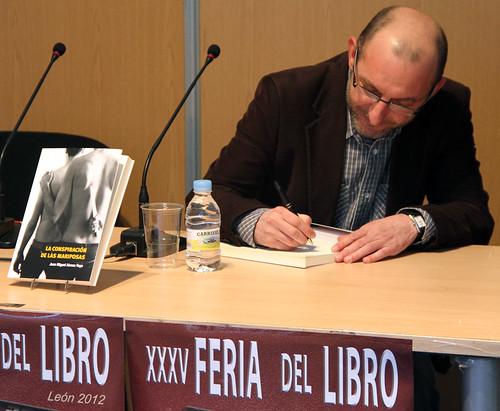 JUAN MIGUEL ALONSO VEGA EN LA XXXV FERIA DEL LIBRO - LEÓN 2012 by juanluisgx