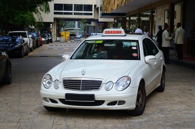 Smrt taxis prestige mercedes benz e220 cdi limousine taxi for Prestige mercedes benz