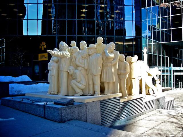 Monuments_montréalais, Foule_illuminée 1