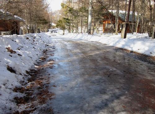 スケートリンク状の家の前の道路 2012年2月11日14:31 by Poran111