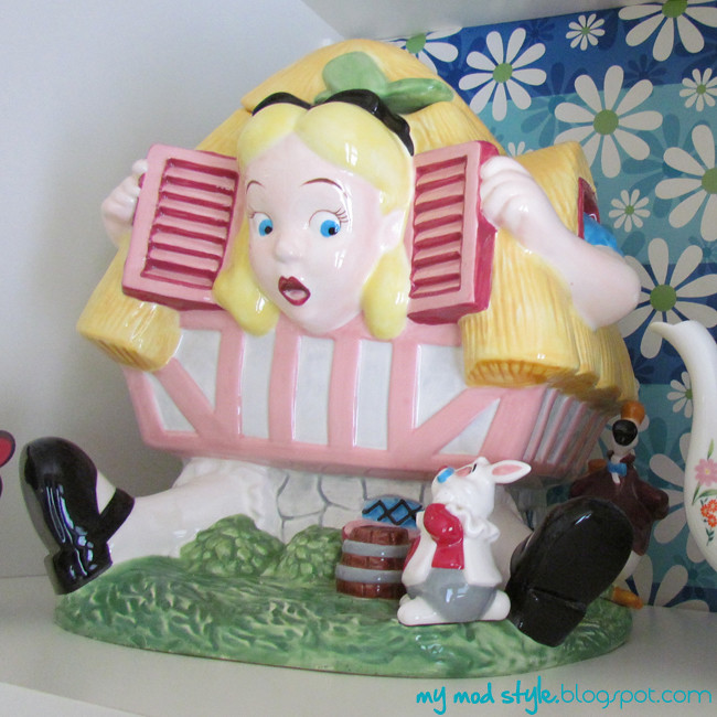 Dining Bookcase Alice Cookie Jar