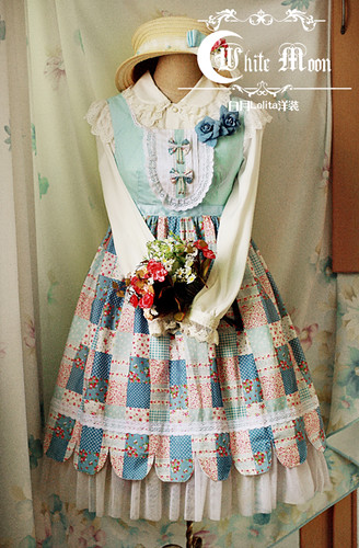 White_moon_square_neckline_summer_coutry_style_with_blue_checks_lolita_dress
