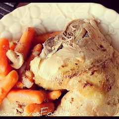 I do appreciate a good one pot meal. Roasted Chicken & Carrots. #food #recipe www.mamalovesfood.com