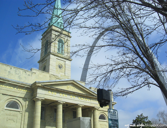 St Louis Arch and Church2