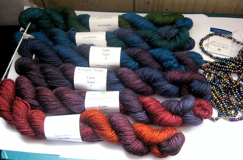 Unique Sheep Luxe in Gradient Tudor Colorway - Bigfoot Size (6 oz/600 Yards)