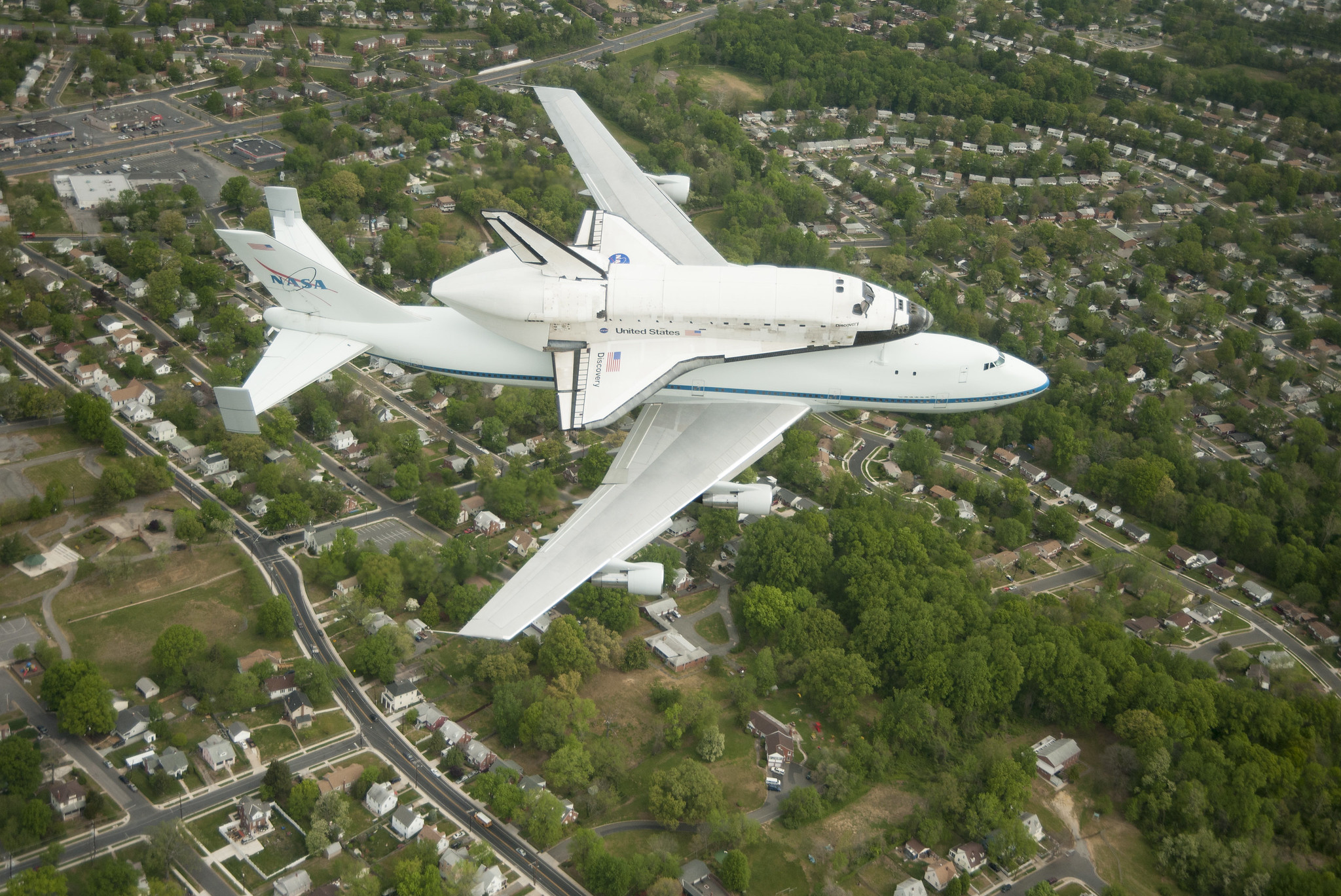 Space Shuttle Discovery DC Fly-Over (201204170010HQ ...