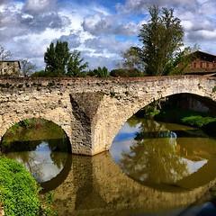 Pont medieval sobre Grauhlet, la riquesa de França son els nombrosos rius amb gran cabdal