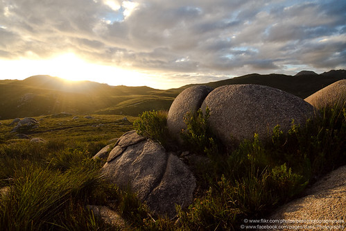 sunset west grass clouds rocks australia tasmania grasslands strahan trialharbour sweepinghills