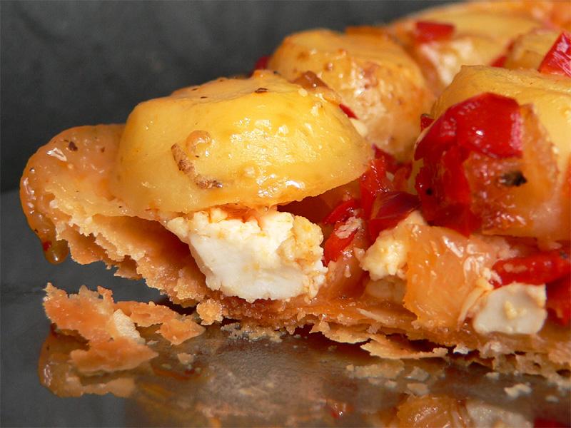 Pikante Tarte Tatin mit Kartoffeln, Paprika & Feta
