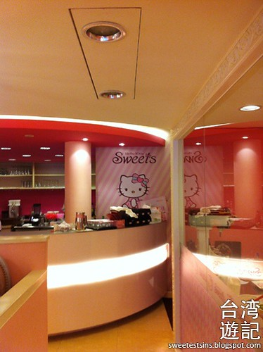 taiwan trip blog day 3 ximending zhongxiao fuxing sogo hello kitty sweets cafe miramar entertainment park 27