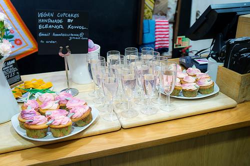 #OxMeet - Lush: Cupcakes & Rose Lemonade | www.latenightnonsense.com