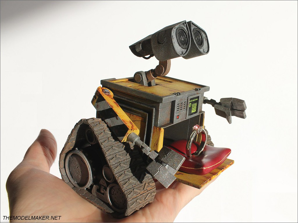 Custom engagement ring box Wall-E 5