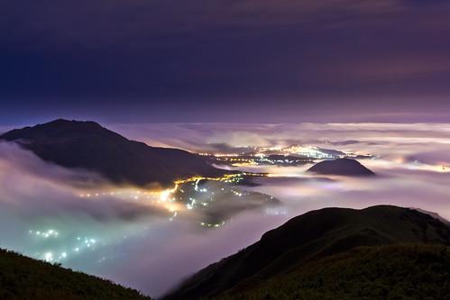 longexposure misty fog night landscape dawn spring twilight cityscape foggy taiwan taipei nightscene 陽明山 七星山 citylight 大屯山 雲海 台北夜景 aseaofclouds 琉璃光 wb3000k20