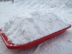 雪を積んだソリ