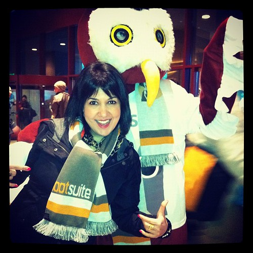 Showing off my #hootscarf at #sxsw w @hootsuite's cuddly owl  thx @6oz #hootsx