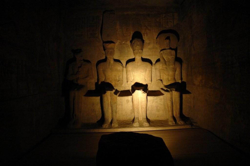 Santuario interior del templo mayor con los dioses Te Ra, Ptah, Amón y el propio Ramsés. Abu Simbel, el templo de las dos vidas - 6844323050 a01945c32b o - Abu Simbel, el templo de las dos vidas