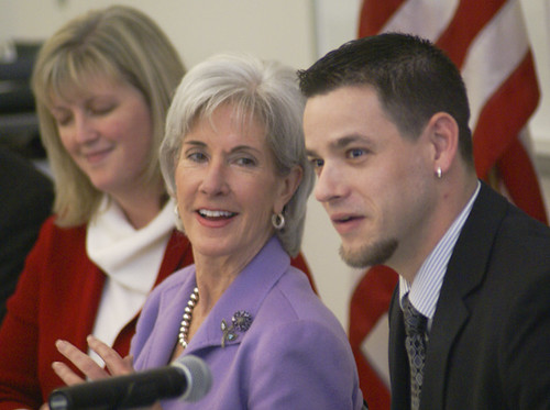 Sec. Sebelius visits MCC Health Science institute