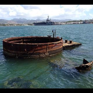 真珠湾古戦場にて、戦艦アリゾナ。