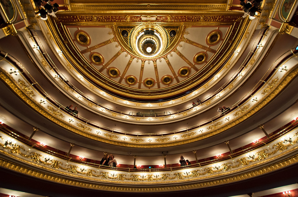 Opera Breslavia interior