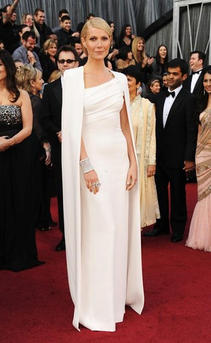 Gwyneth-Paltrow-in-Tom-Ford-at-Academy-Awards-Oscars-2012-630x1024