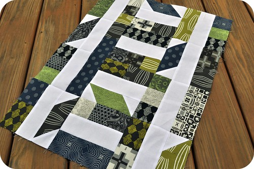 Collaborate & Commemorate | A mini quilt and signature block pattern